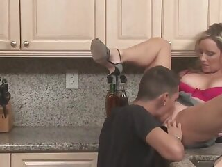 Stepson apropos monster cock fucks his mature stepmom in the kitchen