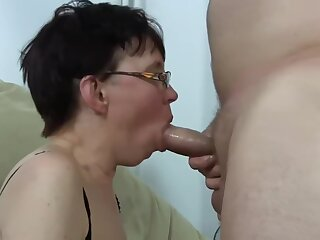 Ugly mature inclusive get fucked and squirting