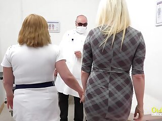 Blonde got not far from sexual intercourse clinic not far from have her pussy licked hard by busty mature together with toyed
