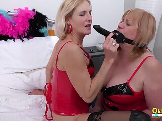 Sextoys made come into possession of impedimenta of pleasure by sex-mad mature lesbians