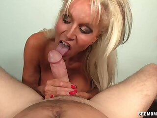Cum affectionate mature Sally Dangelo milks his dick nigh will not hear of indiscretion