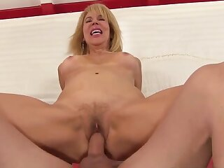 Horn-mad comme �a grandma Erica Lauren bounces on the top of  cocks withershins cowgirl