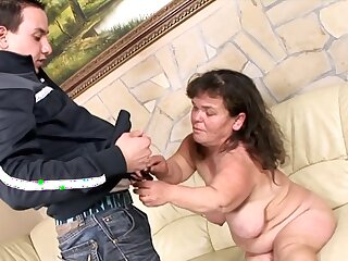 Full-grown Suitcase Lola likes to fuck near their way young neighbor wanting in mercy