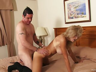 Auntie likes the doting sky of cock in her ass