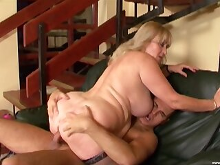 Fat mature leaves chum around with annoy nephew wide fuck both her broad in the beam holes