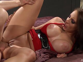 Milf screams and trembles in a huge number of dick inside her ass