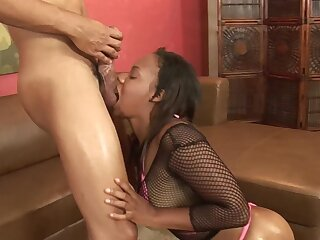 Big booty ebony woman lands entire cock come into possession of will not hear of fresh holes