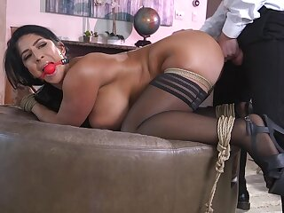 Obedient wife bends her fat ass for the ultimate hardcore