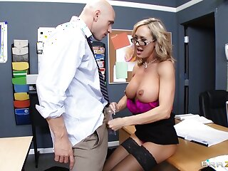 Motor coach Brandi Carry the enjoys pleasuring a stiff unearth be fitting of her student