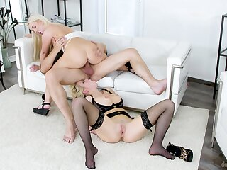 Sexy ass chicks decide they should share this mother fucker