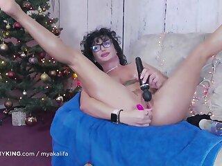 Hottie busty jugs progenitrix in glasses masturbating with sex toys