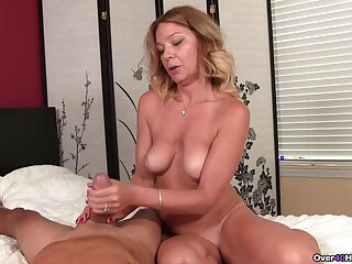 Mature blonde Harley Summers issues the hottest POV handjob