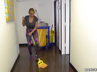 Noxious maid Jazmyn drops on her knees to give a titjob for money
